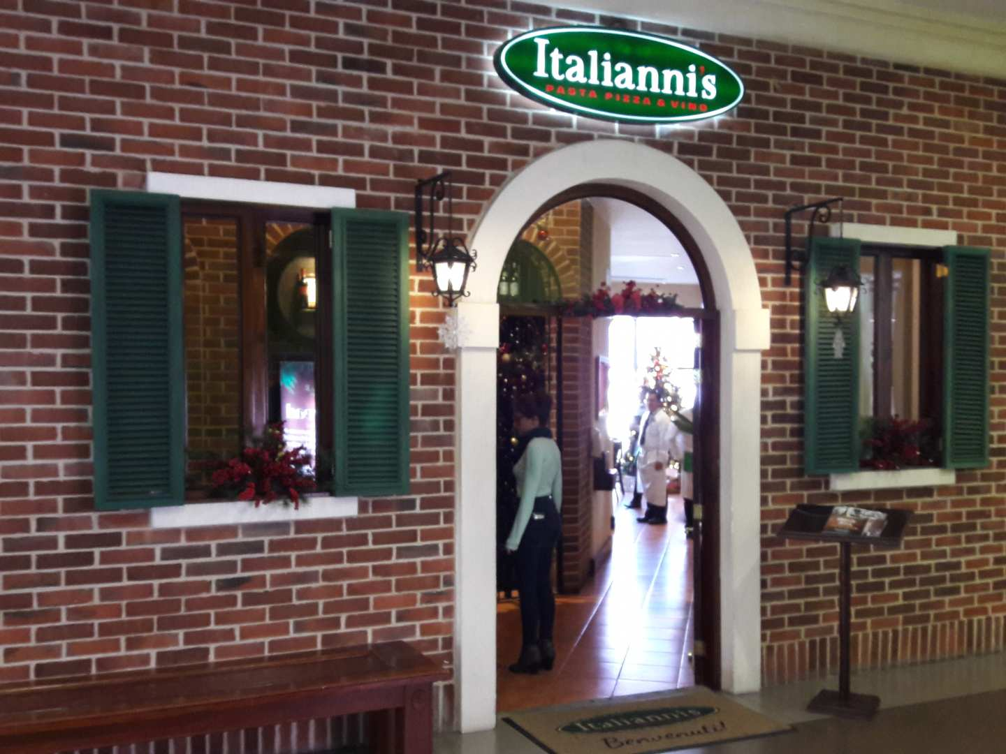 Italianni's (Design Center)