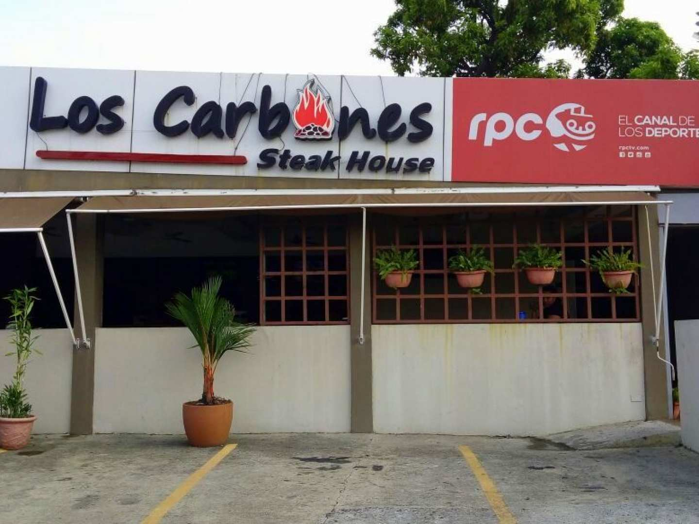 Los Carbones Steak House